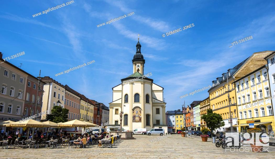Stock Photo: St Oswald Parish Church and Market Square at Traunstein, Oberbayern, Germany, Europe.