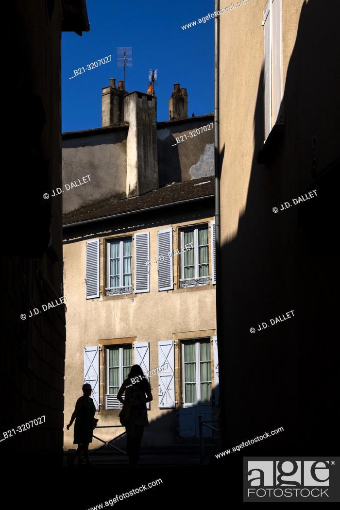 Imagen: France, Auvergne, Cantal, street scene at Maurs.