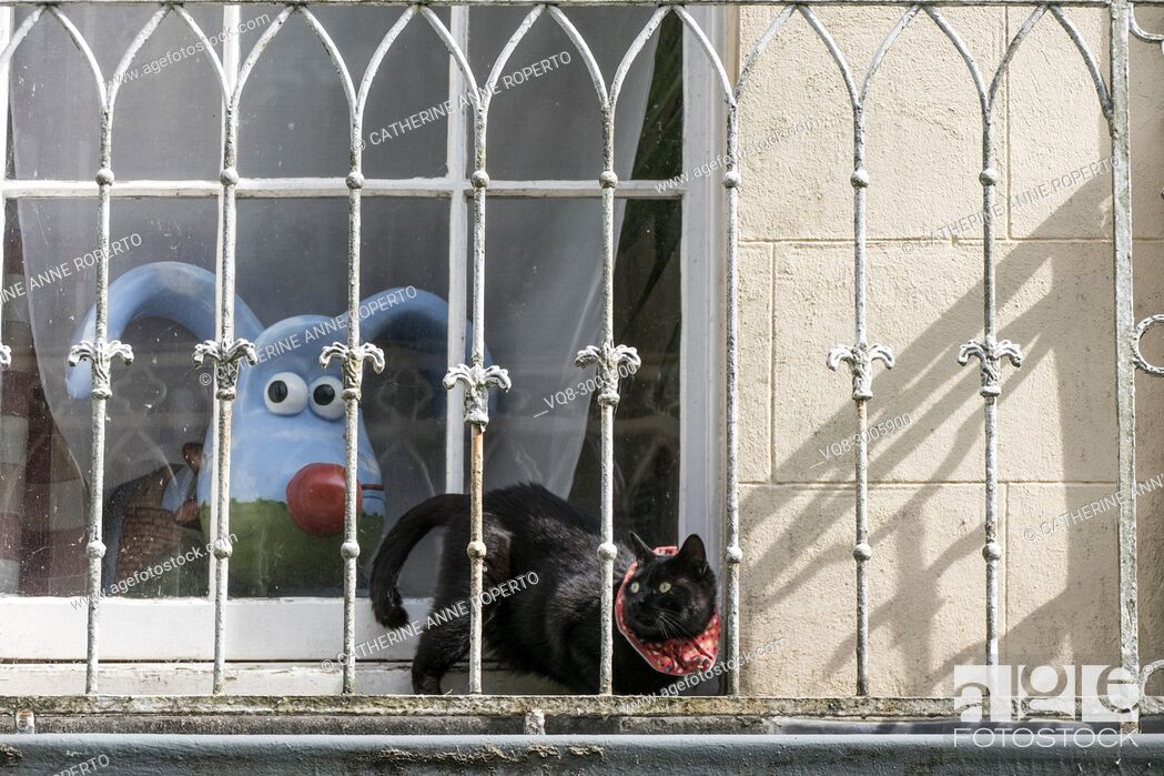 Stock Photo: Nick Park's Clifton High School gromit, 'Polygrom', and Sparky the cat with loopy ears and tail and surprised eyes on a balcony in Bristol, England.