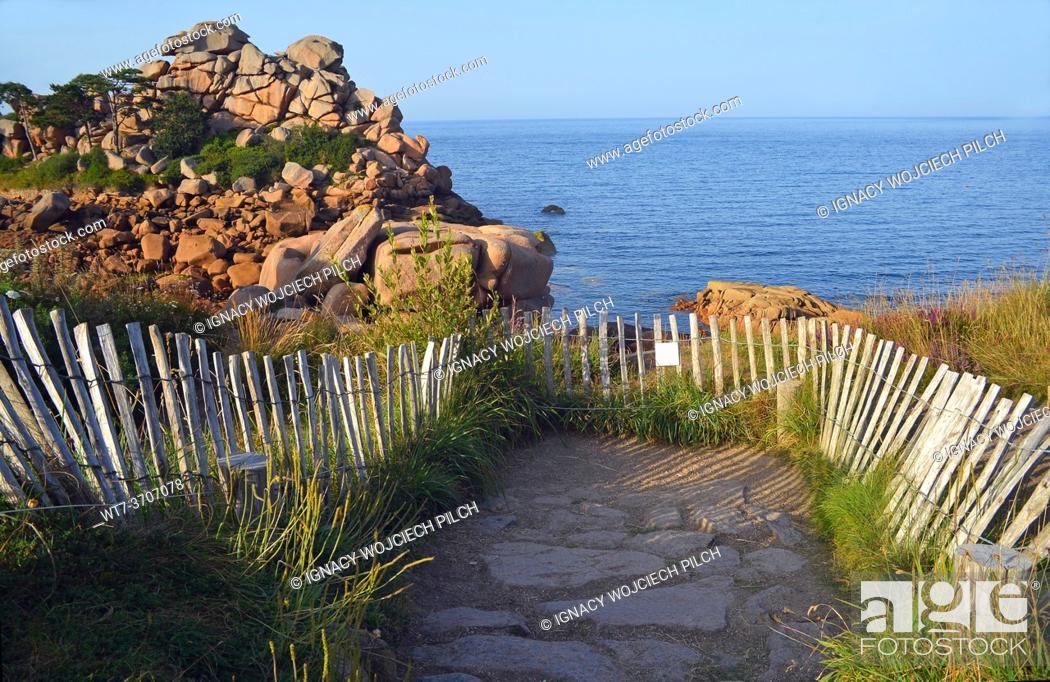 Photo de stock: Protection of nature, rocks and sea on the Pink Granite Coast, Brittany, France (Côte de Granit Rose).