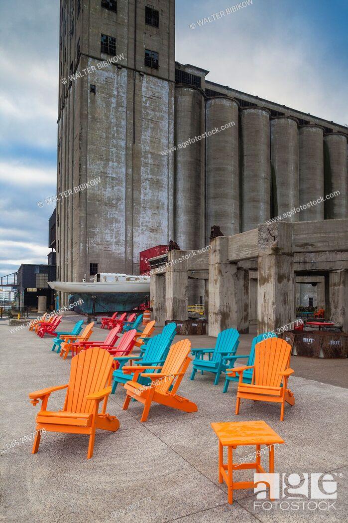 Imagen: USA, New York, Western New York, Buffalo, Silo City, new entertainment district around renovated grain elevators.