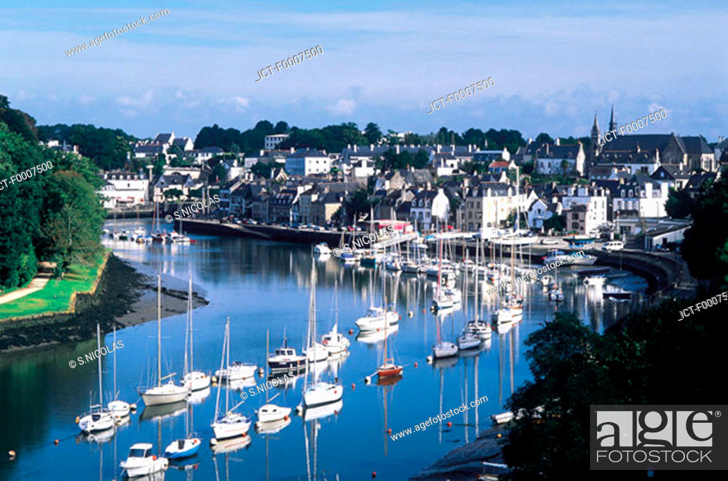 Stock Photo: France, Brittany, St Goustan harbour.