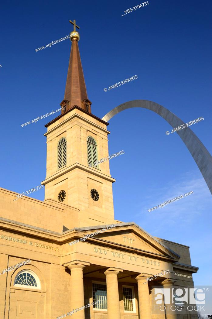 Stock Photo: Basilica St Louis and the Gateway Arch.