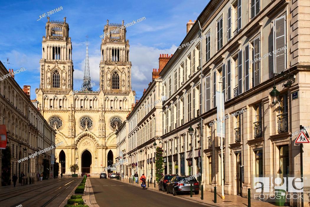 Imagen: France, Loiret, Orleans, Sainte-Croix cathedral and Jeanne d'Arc street.