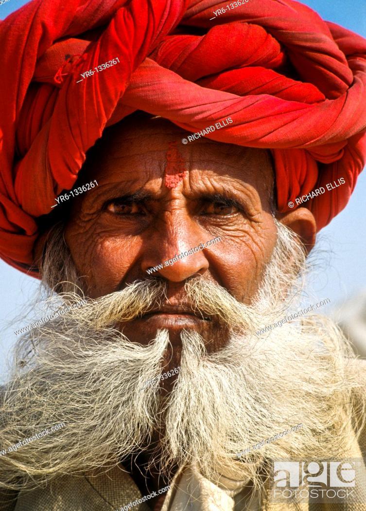 Imagen: Elderly Indian man with turban.