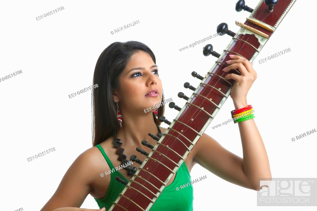 Photo de stock: Young woman playing the sitar.