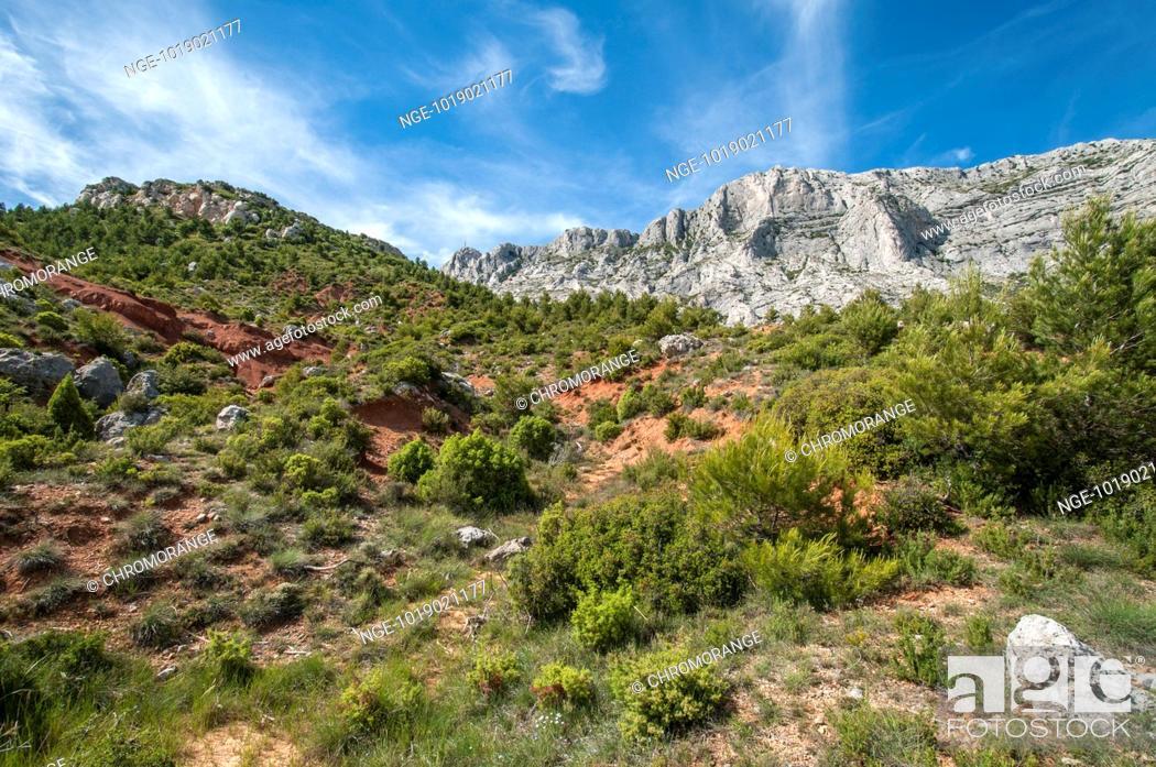 Stock Photo: Montagne Sainte-Victoire.