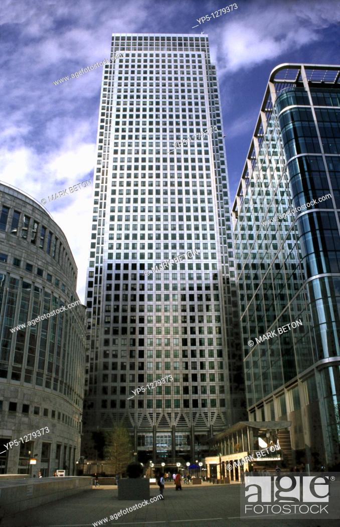 Stock Photo: Canada Tower Canary Wharf London.