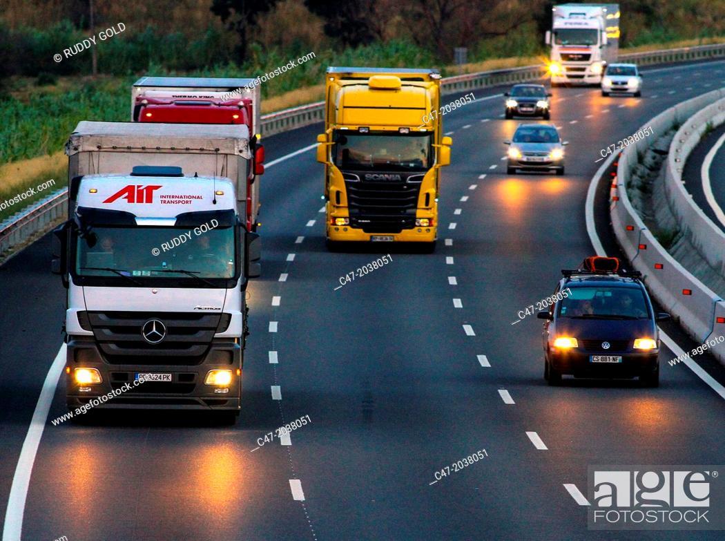Imagen: Catalunya, Spain, Girona province, Gironés area, Traffic at the AP-7 Autopista del Mediterráneo near Pont de Molins. The Autopista AP-7 is a Spanish highway and.