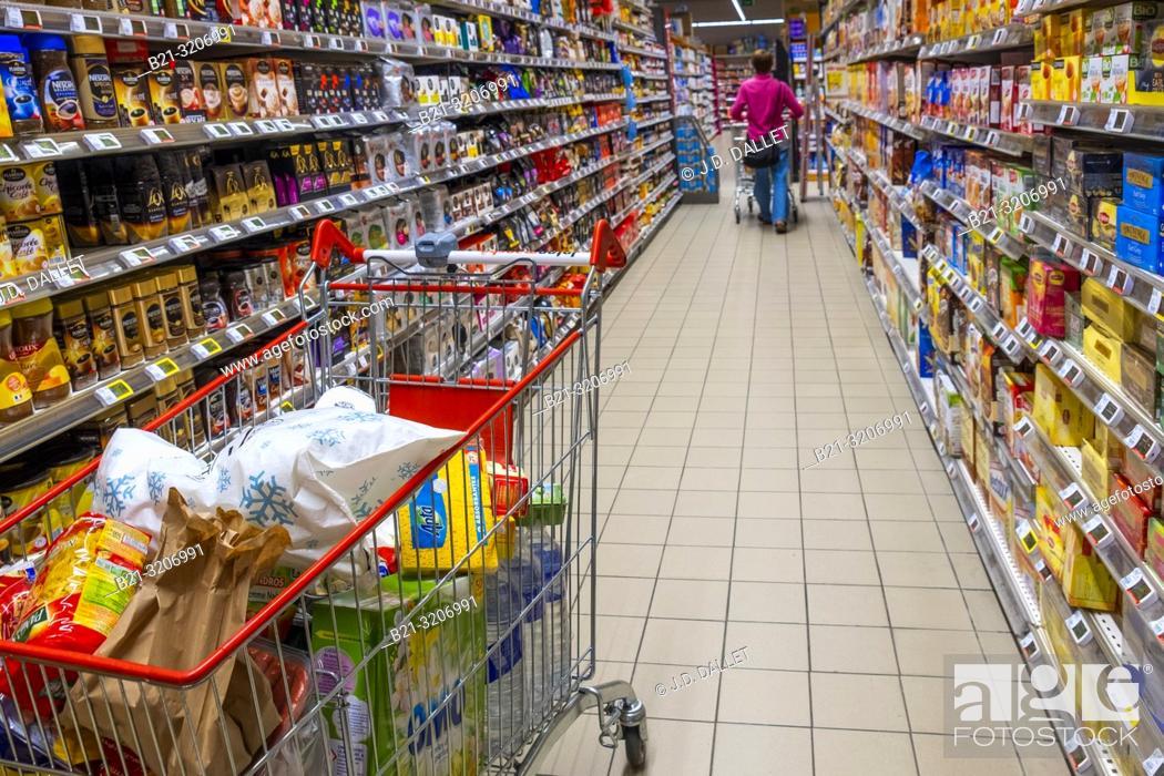 Imagen: France, Auvergne, Cantal, in a supermarket at Maurs.
