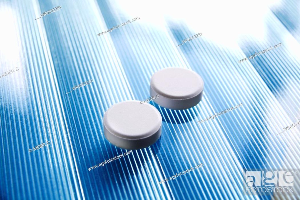 Imagen: two white tablets on blue glass.