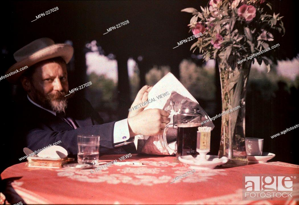 Photo de stock: Frank Eugene Seated at Table - 1907 - Alfred Stieglitz American, 1864-1946 - Artist: Alfred Stieglitz, Origin: United States, Date: 1907, Medium: Autochrome.