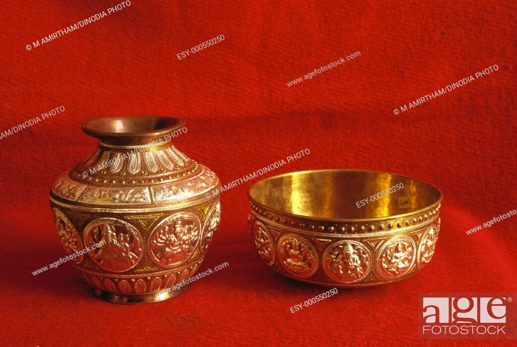 Thanjavur metal art bowl kudam , Tanjore , Tamil Nadu