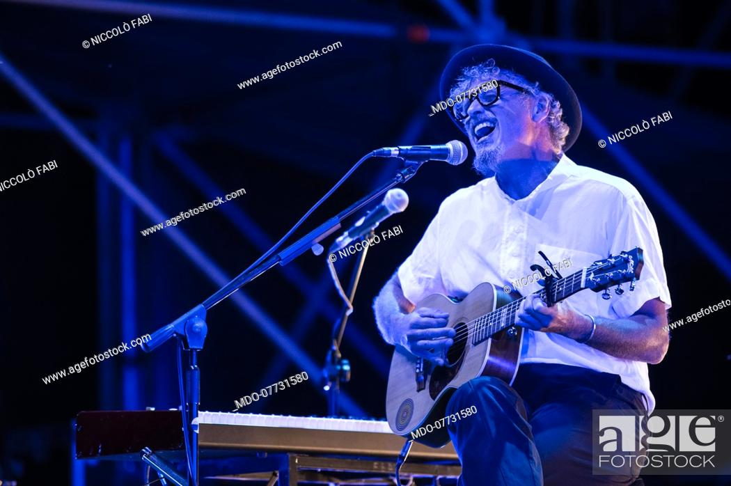 Imagen: The Roman singer-songwriter Niccolò Fabi performs in concert at the Bike-In Arena in Mantua accompanied by the musicians Pier Cortese and Roberto Angelini.