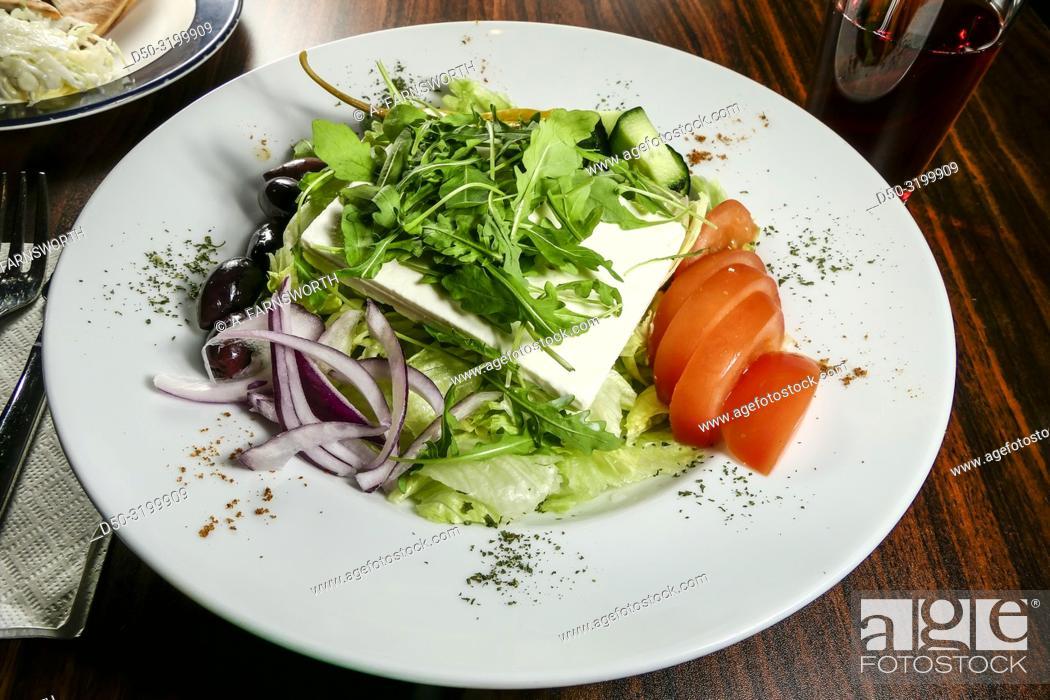 Imagen: A greek sallad served in a restaurant. Stockholm, Sweden.