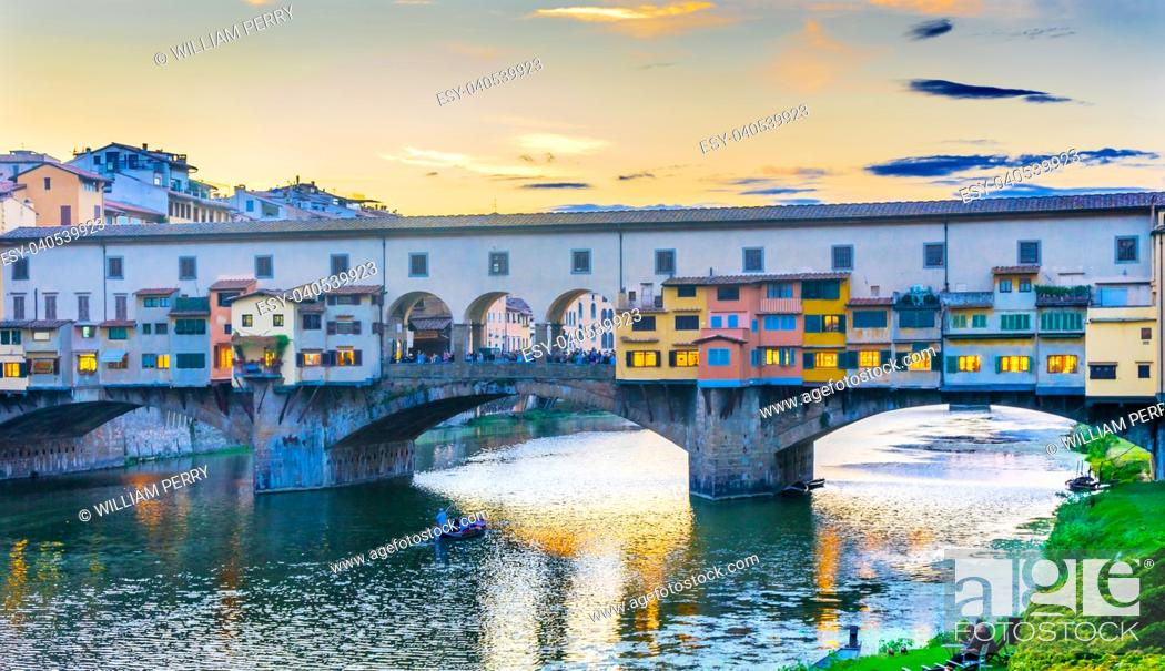 Imagen: Evening Sunset Dinner Party Arno River Ponte Vecchio Florence Tuscany Italy. Bridge originally built in Roman times, rebuilt in 1345.