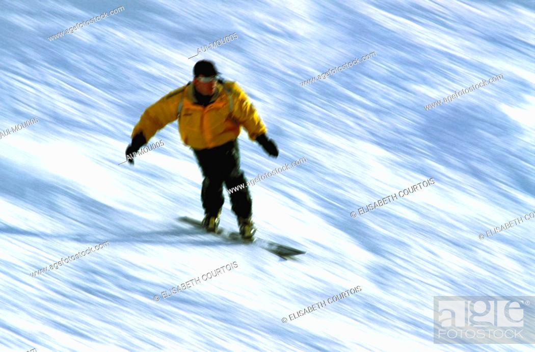 Stock Photo: Mountain - St Martin de Belleville - Winter - Snowboarder.