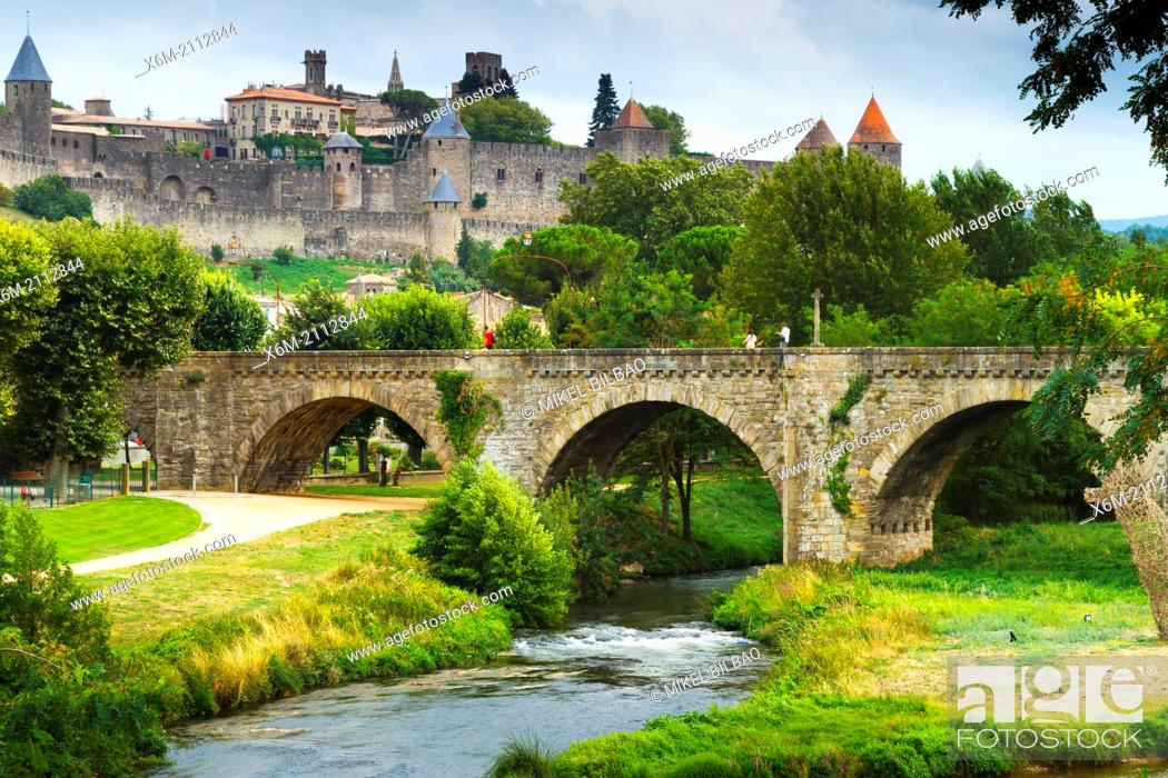 Imagen: Fortress and Pont Vieux (old bridge) and Aude river.Carcassonne medieval city. France, Europe.