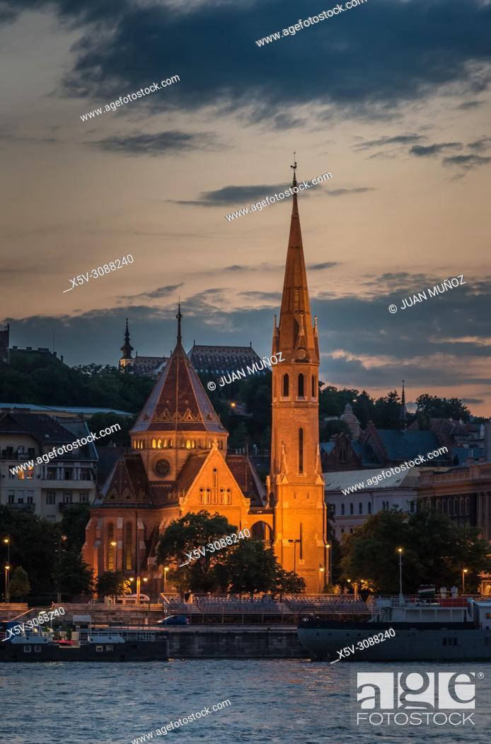 Stock Photo: Panoramic night view of Budapest from the Danube. Budapest. Hungary.