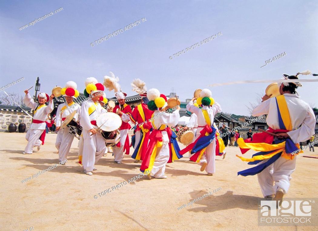 Imagen: SamulnoriKorean Music Traditional Performance, Korea.