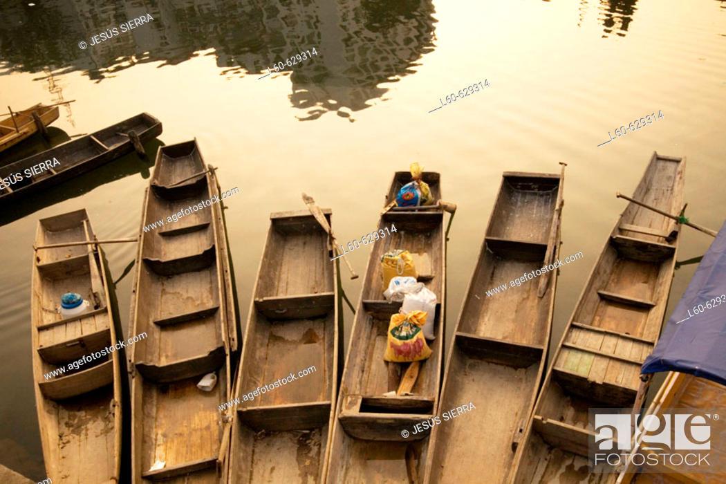Stock Photo: Boats, Longsheng. China.