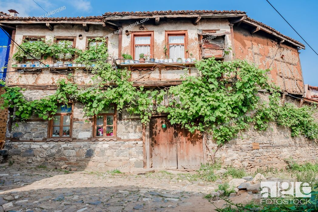 Imagen: View of historical house at Cumalikizik village,a popular destination for Tourists and locals in Bursa,Turkey. 20 May 2018.