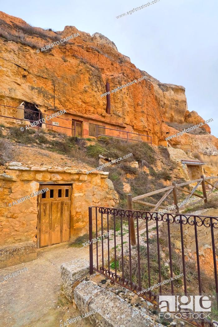Imagen: Cave Traditional Wineries, Ribera del Duero, San Esteban de Gormaz, Soria, Castilla y León, Spain, Europe.
