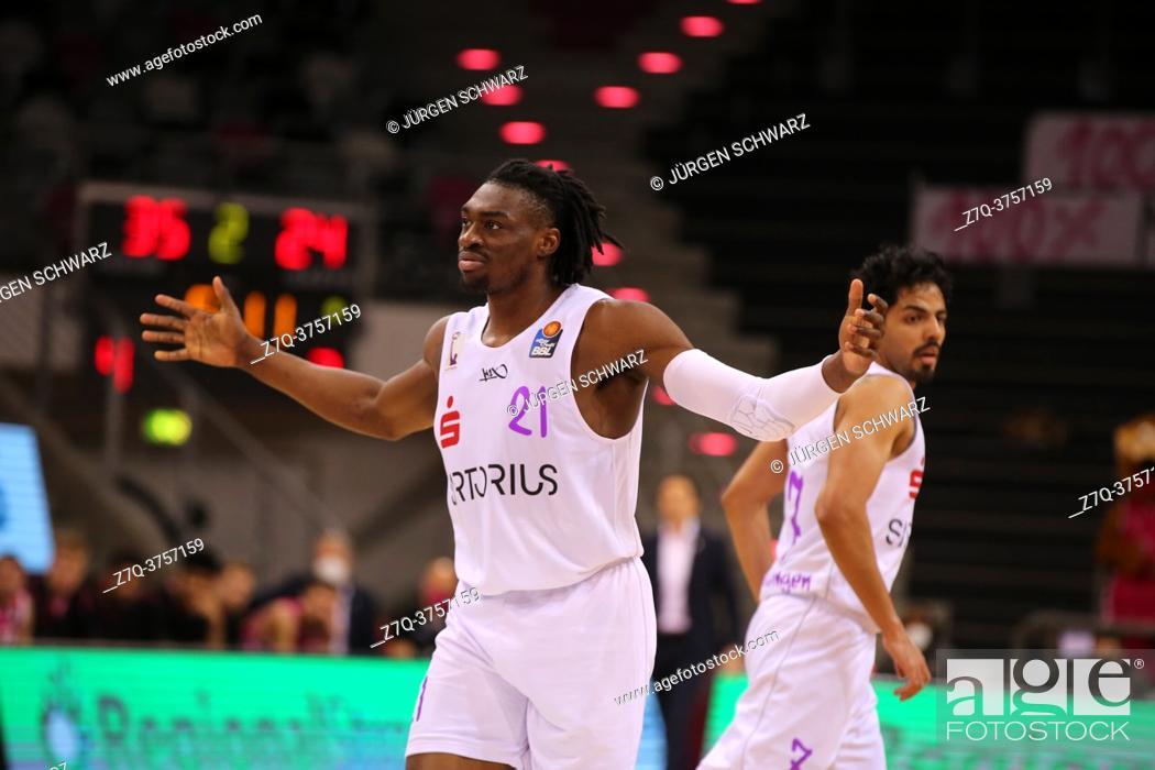Imagen: Bonn, Germany, 27. 12. 2020, Telekom Dome, Basketball Bundesliga, Telekom Baskets Bonn vs BG Goettingen: Tai Odiase (Goettingen) gestures.