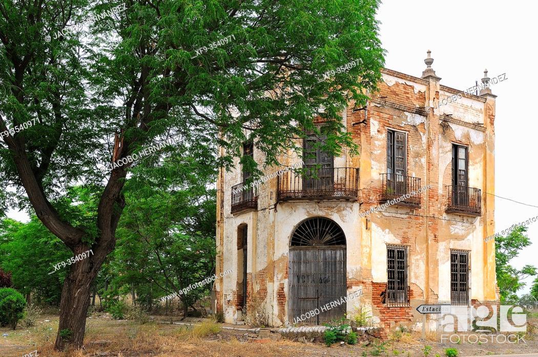 Stock Photo: Old house in ruins. Villafranca de los Barros. Badajoz province. Extremadura. Spain.