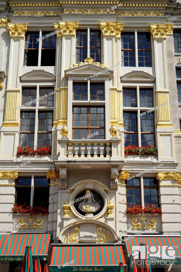 Stock Photo: Europe, Belgium, Brussels, Old Town, Grand Place, Grote Markt, Historical building, Facade, Window, Balcony, Details gold-plated.