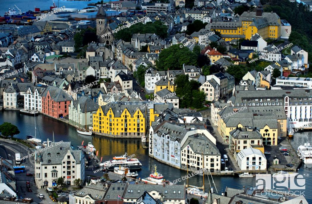 Photo de stock: View from Aksla Hill to the old town of Alesund, Alesund, Moere og Romsdal, Norway.