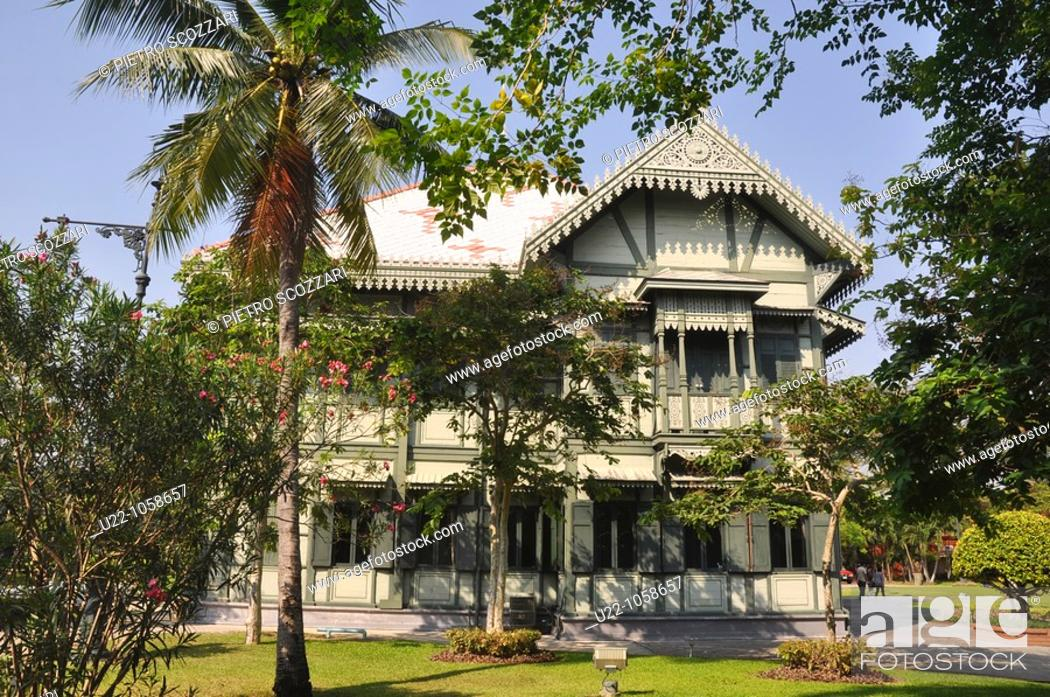 Stock Photo: Bangkok (Thailand): old teakwood building in the Vimanmek Mansion's complex.