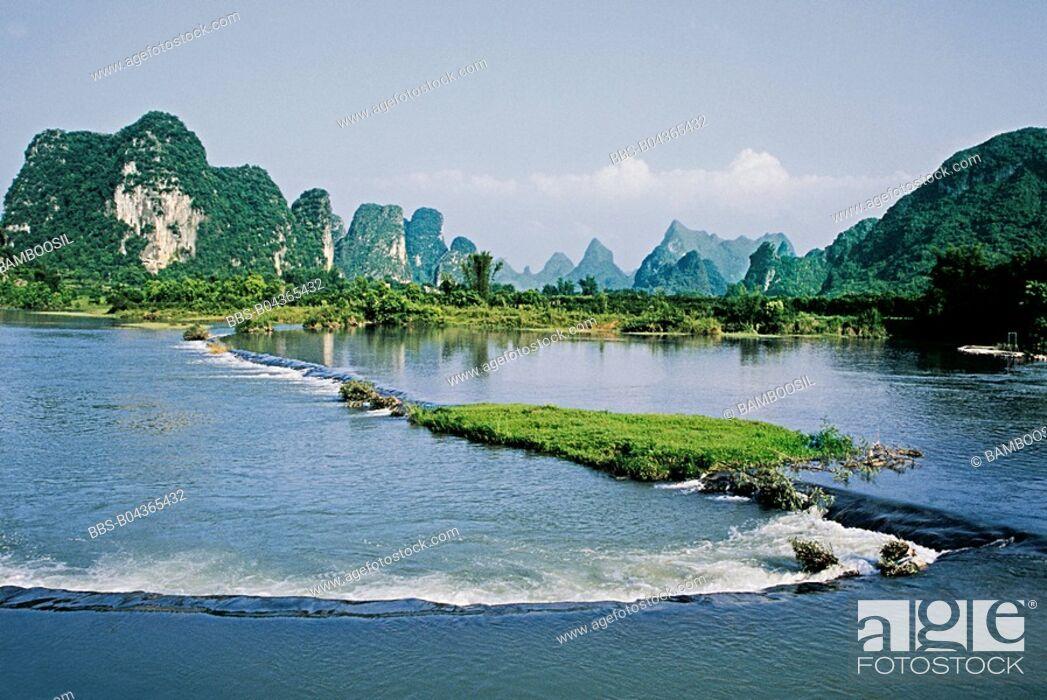Imagen: Yulong river, Yangshuo, Yangshuo County, Guilin City, Guangxi Zhuang Nationality Autonomous Region of People's Republic of China.