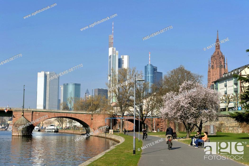 Stock Photo: Germany, Hesse, Frankfurt am Main, riverbanks of Main river and skyline.