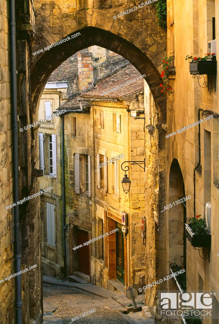 Stock Photo: Gate and street of the chain St  Emilion Dordogne Valley. Bordeaux, Aquitaine, France.