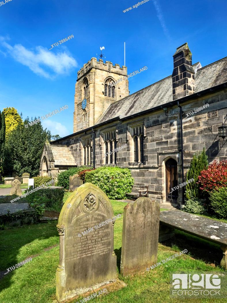 Imagen: St Thomas a Becket Parish Church and Graveyard at Hampsthwaite North Yorkshire England.
