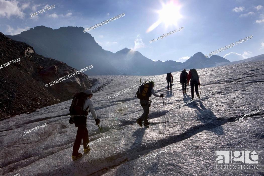 Stock Photo: Gletschertour auf dem Silvrettagletscher GR.