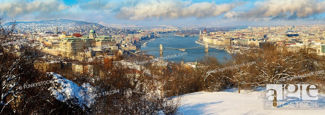 Stock Photo: Panoramic view of Budapest and the Danube, Hungary.