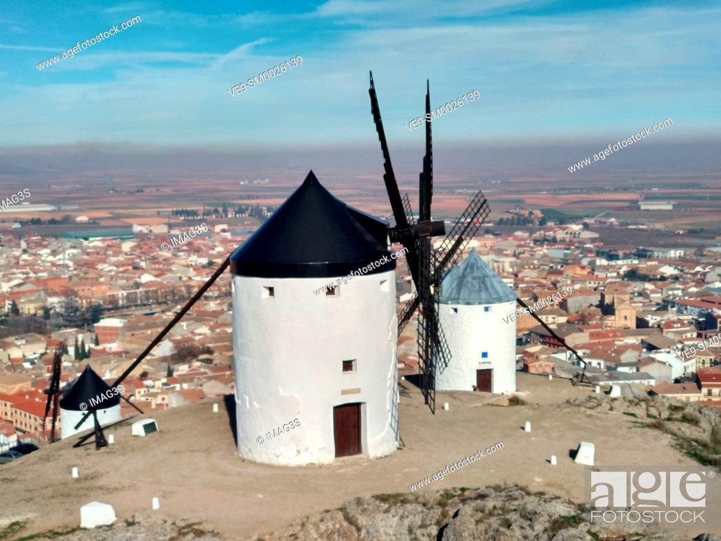 Imagen: Winmills in Consuegra village, Toledo province, Castilla La Mancha.