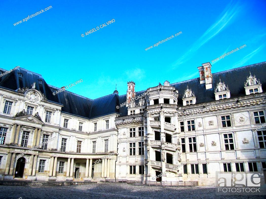 Stock Photo: Inside yard of the Chateau de Blois, Loire et Cher, Pays de la Loire, Loire Valley , UNESCO World Heritage Site, France. .