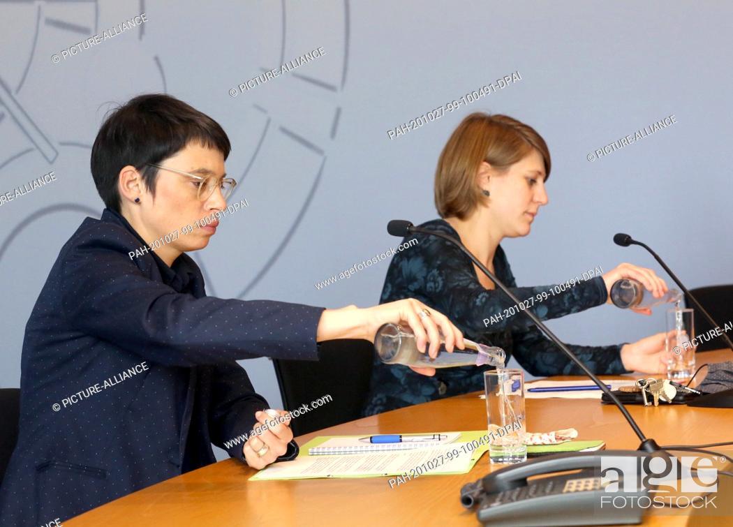 Stock Photo: 27 October 2020, North Rhine-Westphalia, Duesseldorf: Josefine Paul (l) and Verena Schäffer, the new chairpersons of the Bündnis 90/Die Grünen parliamentary.