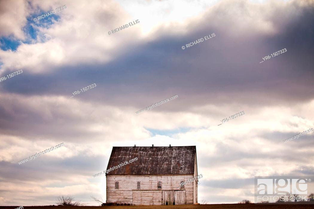 Stock Photo: Amish barn Hinkletown, PA.
