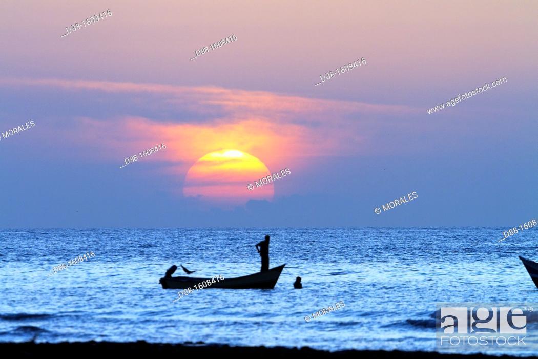 Stock Photo: Fisherman at sunset, Qalansiyah, Socotra island, listed as World Heritage by UNESCO, Hadhramaut governatorate, Yemen.