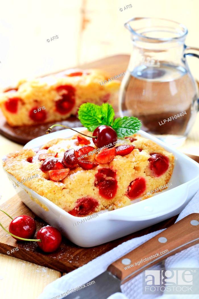 Photo de stock: Cherry sponge cake.