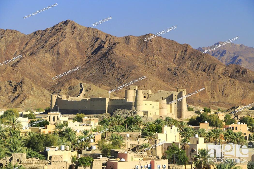 Photo de stock: Bahla Fort and Al Hajar Mountains, Oman.