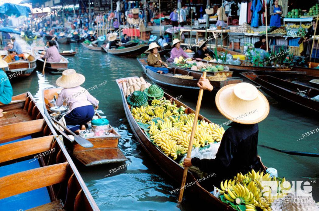 Stock Photo: Damnoen Saduak floating market. Bangkok. Thailand.