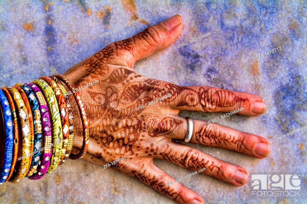 Imagen: Colorful Henna design on womans hands artwork for celebration tatoos in Delhi India.