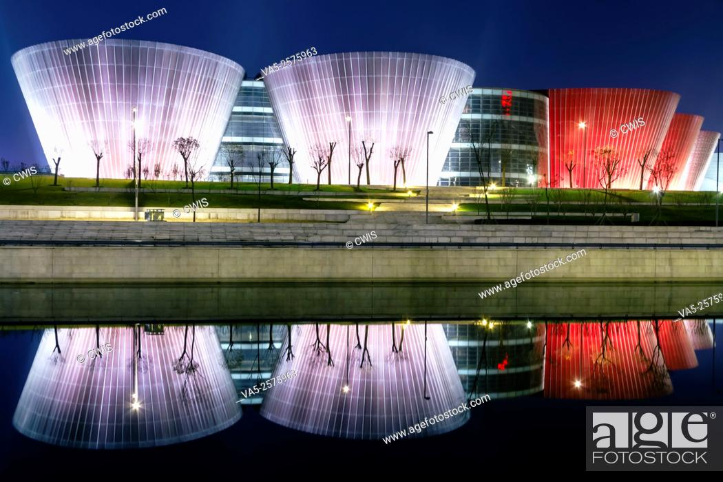 Imagen: Taiyuan, Shanxi province, China - The view of Taiyuan Museum in the night, the beautiful building designed by Paul Andreu.
