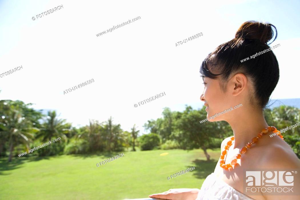 Imagen: Young Woman looking at the view, Saipan.
