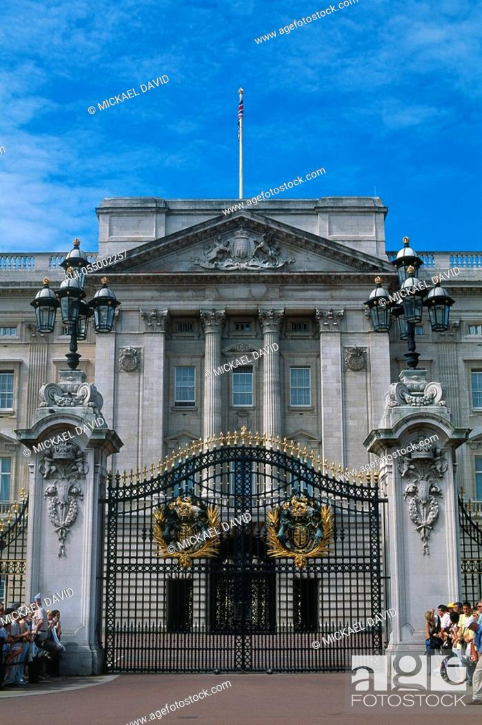 Stock Photo: England - London - St James's district - Buckingham Palace -.